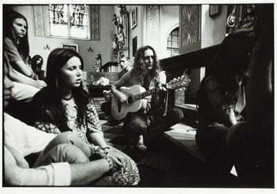 Guitar,hippie,hippies,music,black,and,white,sixties-4aaff38b36da47b112d404d74db62b36_h