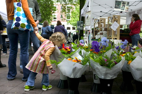 FarmersMarket_girl_9726_flat