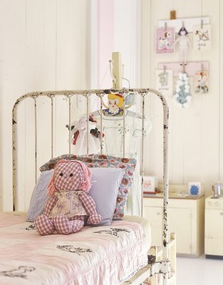 CountryLiving-VintageChildsRoom