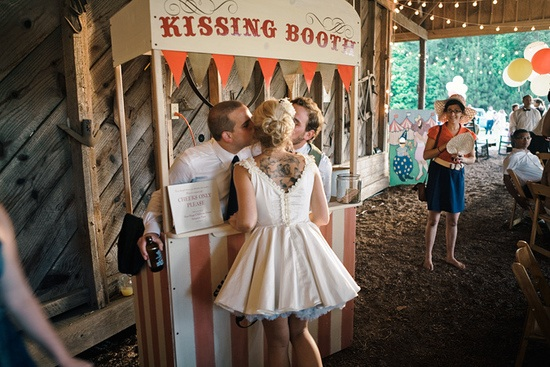 Wedding-kissing-booth
