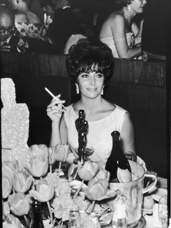 Grant-allan-actress-elizabeth-taylor-at-hollywood-party-after-winning-oscar-which-is-on-table-in-front-of-her